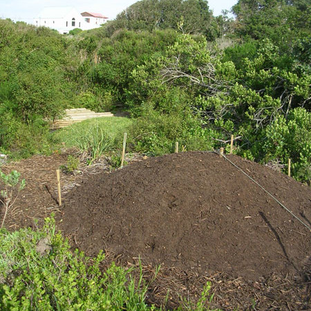 Structure for the lawn mounds in the landscape
