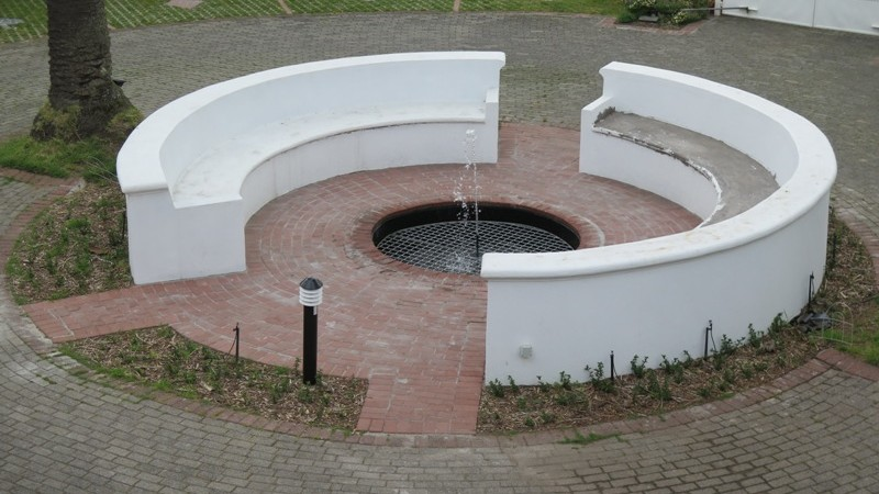 Central meeting place and fountain