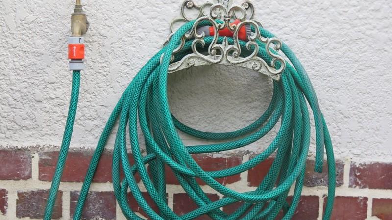 Executive hose pipe storage