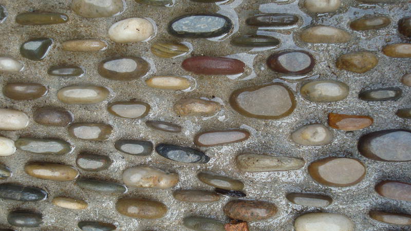All pebbles are aligned for added effect